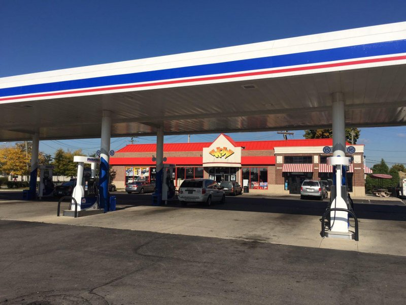 Gas station near me places open now